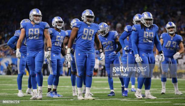 Anthony Zettel Jeremiah Ledbetter and Taylor Decker of the Detroit Lions line up during the fourth quarter of the game against the Pittsburgh...