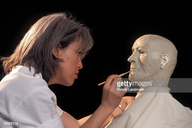 Anthropological sculptress Elisabeth Daynes applies clay, representing fatty tissue, to Otzi's skull on October 1, 1997 in Paris, France. She always...