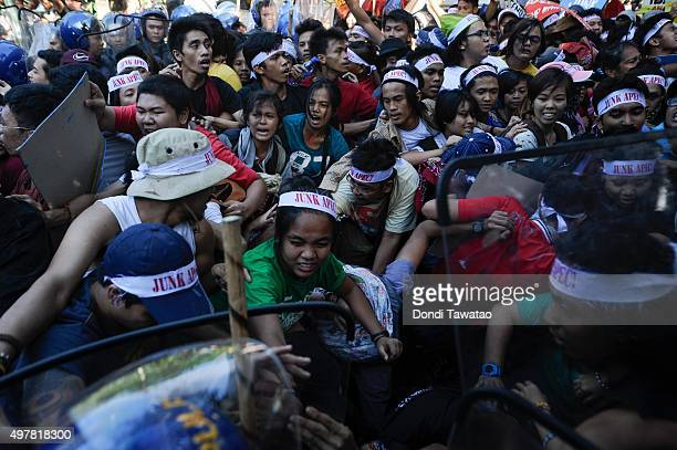 Anti APEC protestors clash with riot police as they attempt to get near the venue hosting the AsiaPacific Economic Cooperation Summit of Leaders on...