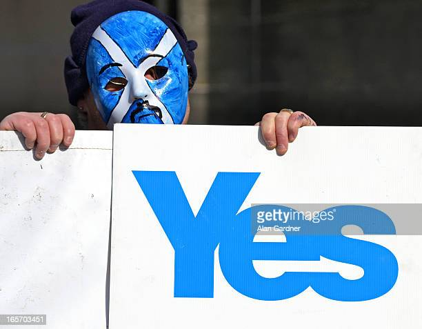 CONTENT] Anti Bedroom Tax/Pro Scottish Independence protestor demonstrating against Ian Duncan Smith's visit to Edinburgh outside George Hotel...