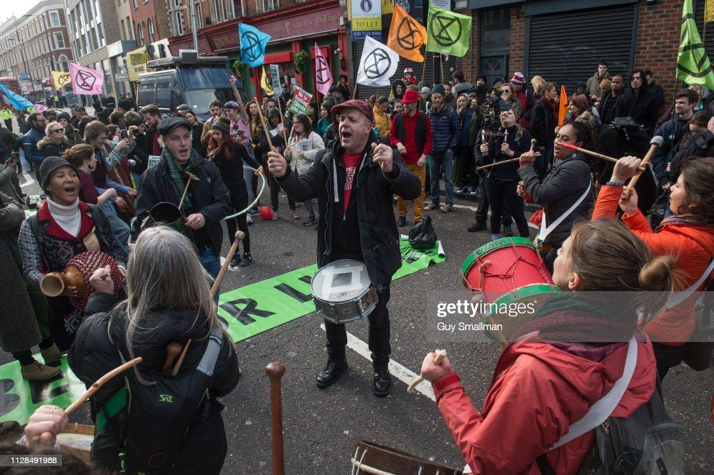 Extinction Rebellion protest and blockade in London : Nachrichtenfoto