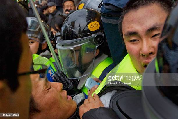 Anti G20 protestors clash with South Korean Police in the 1st day of the 2010 G20 Summit on November 11 2010 in Seoul South Korea World leaders have...