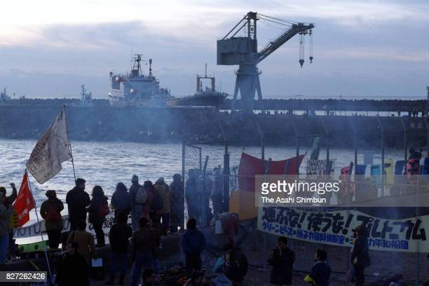 Anti nuclear protesters hold a rally as plutonium carrying vessel 'Akatsuki' arrives at Tokai Port on January 5 1993 in Tokai Ibaraki Japan