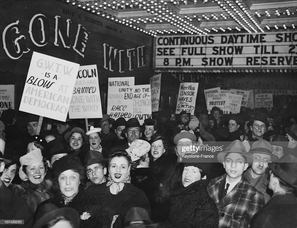 Anti Racist Protest Against The Movie Gone With The Wind At Chicago In Usa On January 1St 1940 : Fotografía de noticias