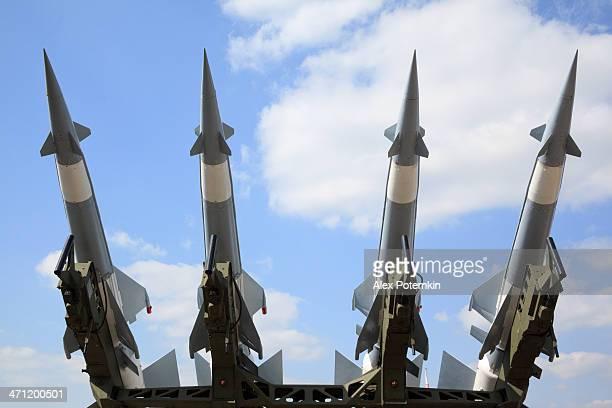対空兵器ミサイルシステムペチョラ cm - ミサイル ストックフォトと画像