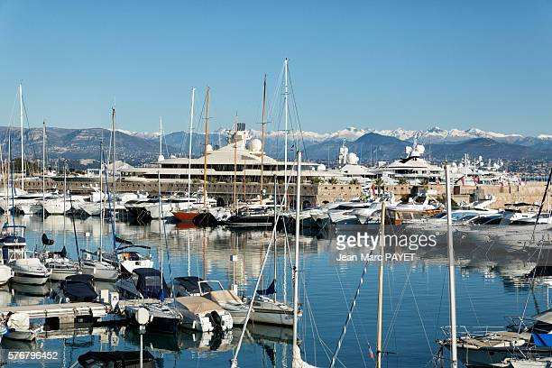 Antibes' harbor and its boat