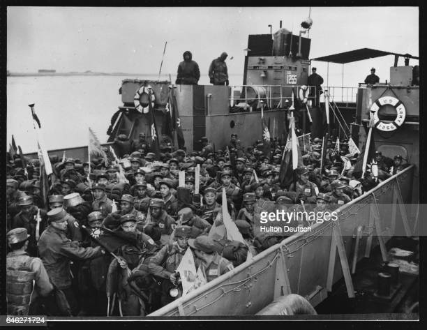 Anticommunist prisoners of war are welcomed as they arrive in Seoul aboard a US naval vessel