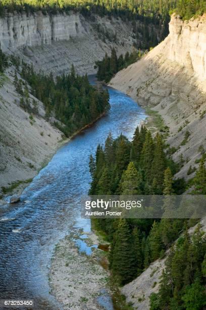 anticosti, river vaureal and its canyon 2 - espineta imagens e fotografias de stock