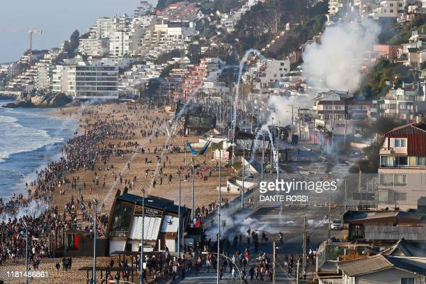 Anti-government demonstrators clash with riot police in Renaca, Vina del Mar, some 120 km west of Santiago, on November 10, 2019. - Unrest began in...