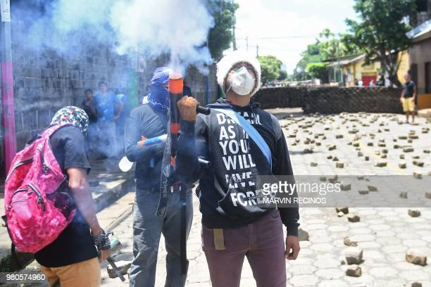Antigovernment protesters protest in Masaya Nicaragua on June 21 2018 Nicaragua's bishops said they were going to the opposition bastion of Masaya on...