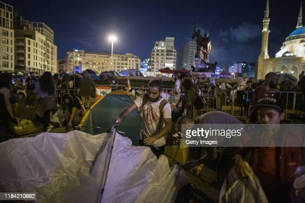 Antigovernment protesters put up a tent in Martyrs' Square on October 29 2019 in Beirut Lebanon Dozens of rioters who wanted to reopen Beirut's Ring...