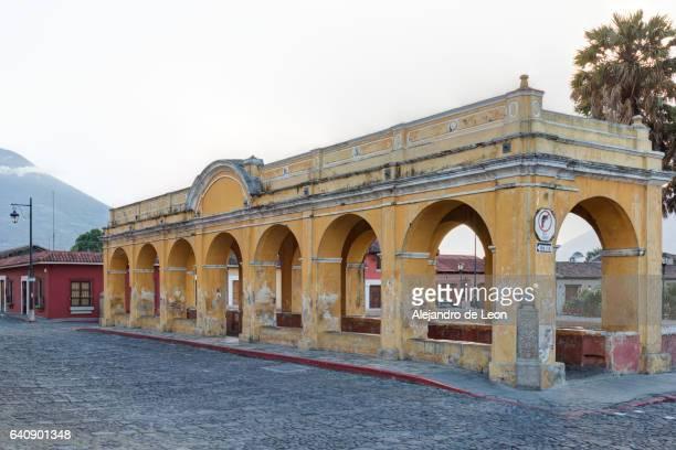 antigua guatemala on foot - patrimonio de la humanidad por la unesco stock pictures, royalty-free photos & images