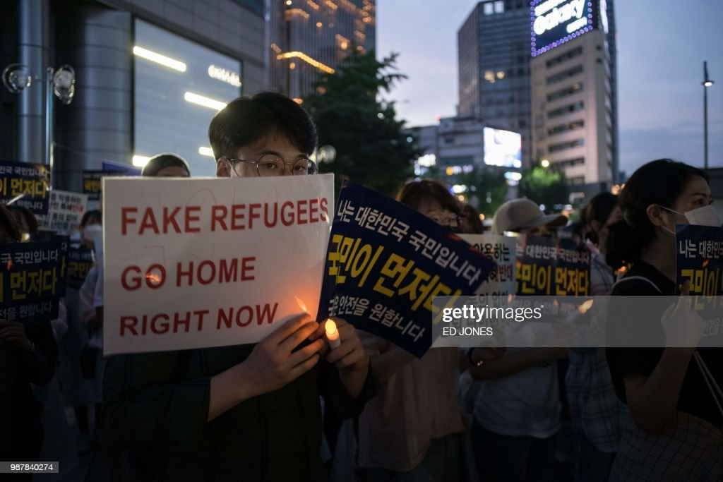 Anti-immigration activists attend a protest against a group of asylum-seekers from Yemen, in Seoul on June 30, 2018. - South Korea will tighten its refugee laws, it said June 29, after protests over the arrival of hundreds of asylum-seekers who fled war-ravaged Yemen for its southern resort island of Jeju.