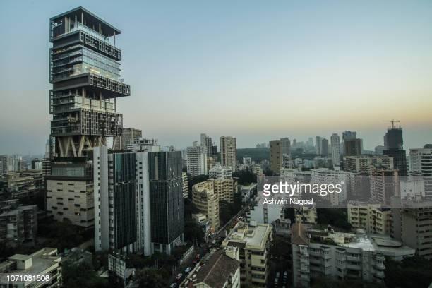 antilia and mumbai skyline - mumbai stock-fotos und bilder