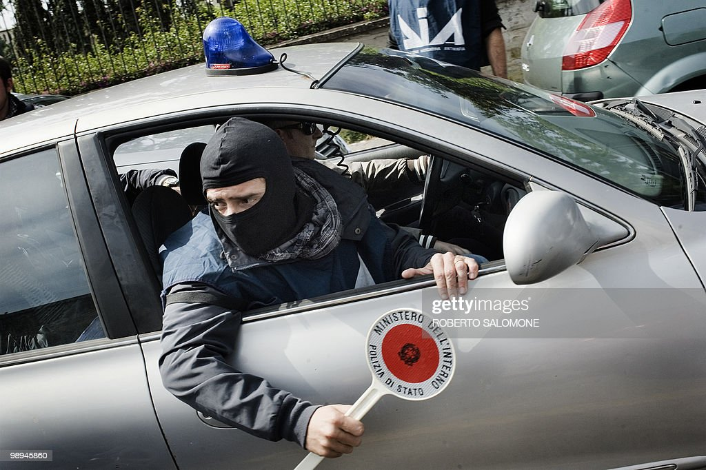 Antimafia policemen take part in a raid : News Photo