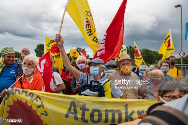 Anti-nuclear activists converging from both Germany and France gather together on the Rhine bridge Breisach-Vogelgrun on the German/French border for...
