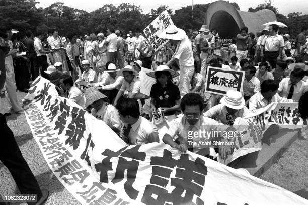 Anti-nuclear protesters stage a sit in on the 36th anniversary of the Hiroshima A-Bomb dropping at Hiroshima Peace Memorial Park on August 6, 1981 in...