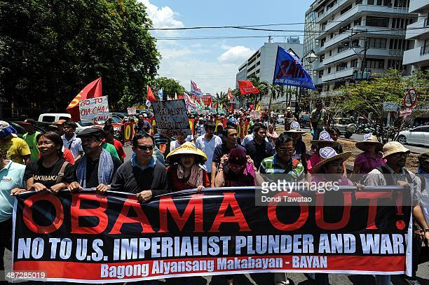 AntiObama protestors march towards the US embassy on April 29 2014 in Manila Philippines US President Barack Obama wrapped up his fournation...