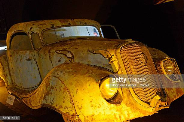 Antique automobile collectors worldwide gather to admire vintage vehicles of another period With over 500 cars exhibited Retromobile has become an...