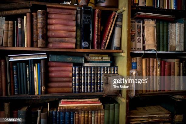 antique books - 古書 ストックフォトと画像