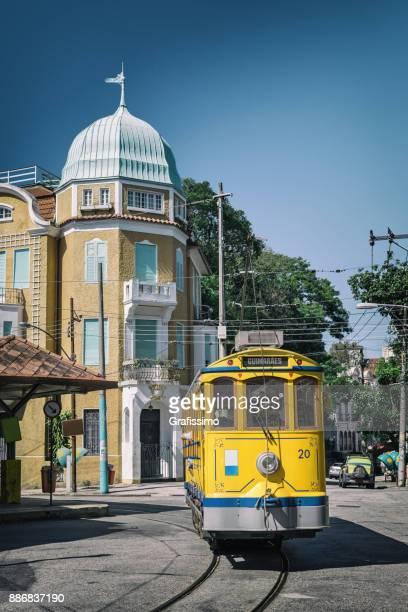 antique funiculaire dans le quartier de santa teresa à rio de janeiro brésil - rio de janeiro photos et images de collection