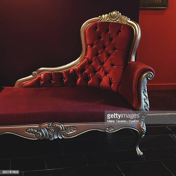 antique chaise longue in palace - palast stock-fotos und bilder