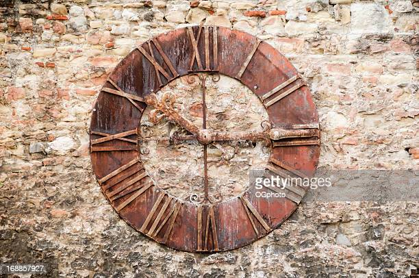antique clock against a stone wall. - ogphoto bildbanksfoton och bilder