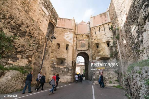 antique gate of castello quarter in cagliari, italy - castello foto e immagini stock