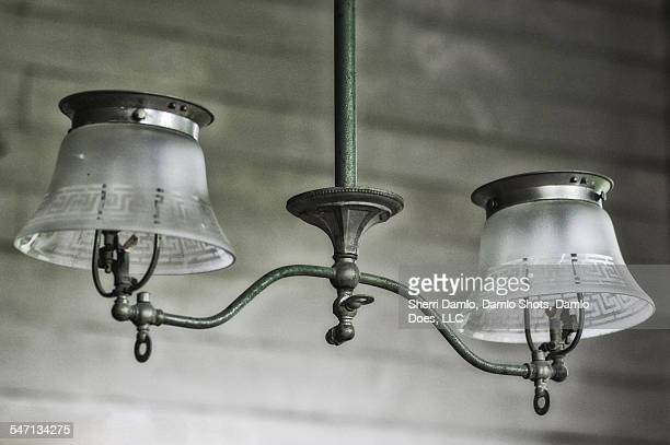 antique hanging lamps - damlo does foto e immagini stock