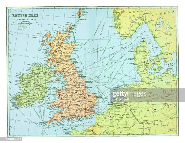 old map of british isles - published 1894. antique illustration, popular encyclopedia published 1894. copyright has expired on this artwork - noord europa stockfoto's en -beelden