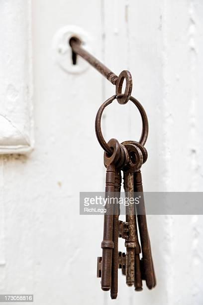 Antike Schlüssel und die Haustür