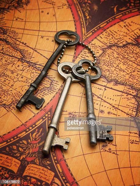 Antike Schlüssel und Karten