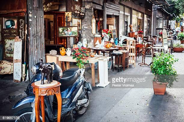 Antique market in Palermo - Il Mercato delle Pulci.