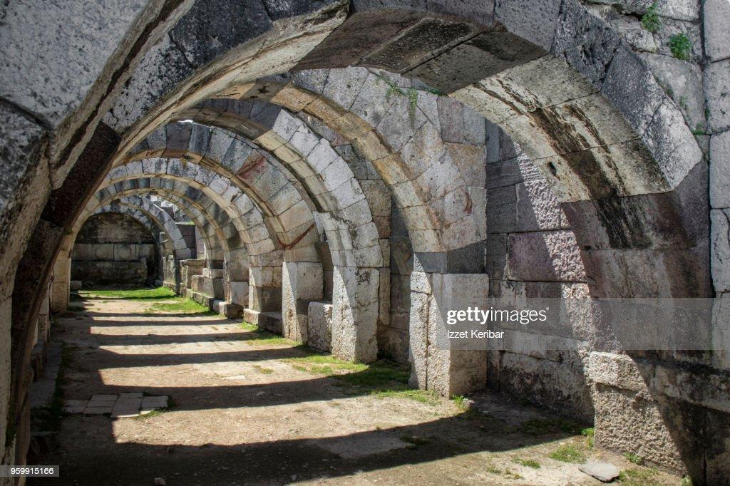 Antique roman arches of the Izmir Agora, Turkey : Stock-Foto
