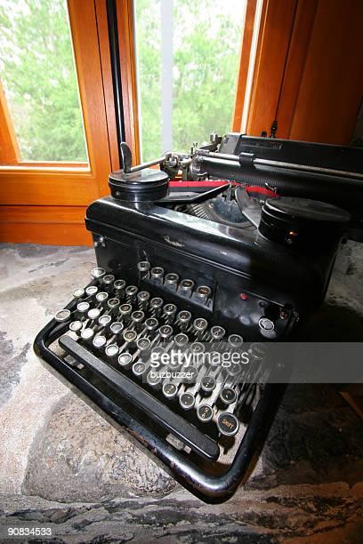 アンティークのタイプライター - buzbuzzer ストックフォトと画像