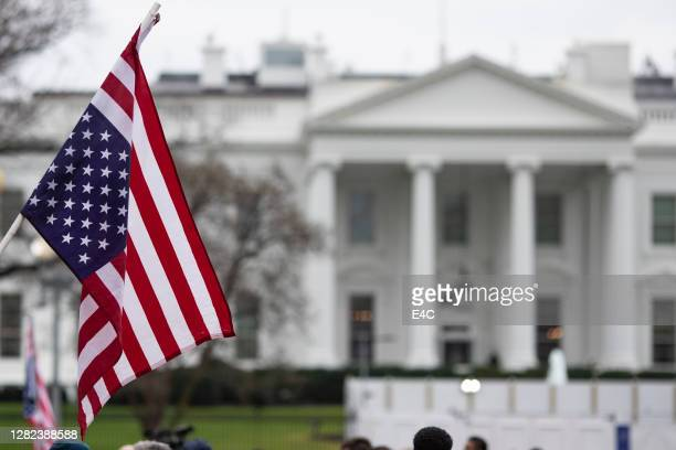 anti-war protestors at the white house - white house stock pictures, royalty-free photos & images