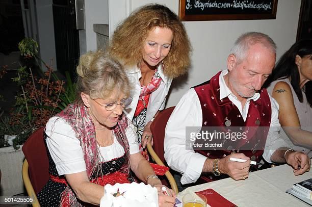 Antje Hagen Sepp Schauer beim Autogramme schreiben Fan 'StarDinner' am FanWochenende im 'Sturm der Liebe'Café Paguera Insel Mallorca Balearen Spanien...