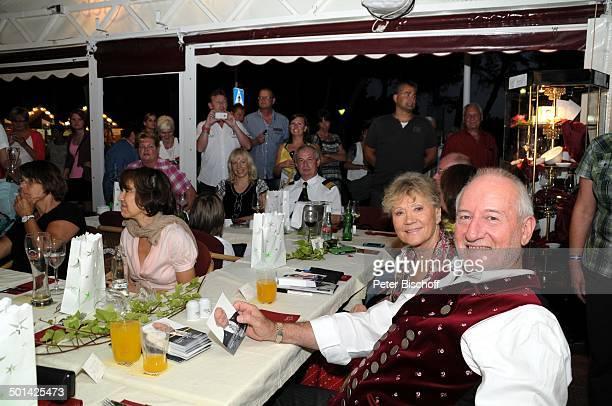 Antje Hagen Sepp Schauer Fans 'StarDinner' am FanWochenende im 'Sturm der Liebe'Café Paguera Insel Mallorca Balearen Spanien Europa Terrasse...