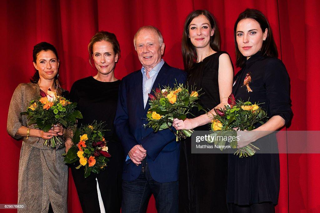 Antje Traue, Claudia Michelsen, Wolfgang Petersen, Jana Pallaske and Alexandra Maria Lara attend the German premiere of the film 'Vier gegen die Bank' at CineStar on December 13, 2016 in Berlin, Germany.