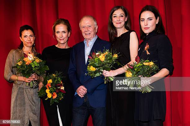Antje Traue Claudia Michelsen Wolfgang Petersen Jana Pallaske and Alexandra Maria Lara attend the German premiere of the film 'Vier gegen die Bank'...