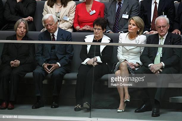 Antje Vollmer former German President Richard von Weizsaecker Rita Suessmuth former German President Roman Herzog and his wife Alexandra Freifrau von...