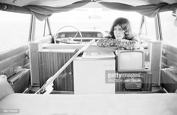 Antoine And His Car For Summer Tours. 8 juillet 1966- A l'occasion de ses tournées d'été, portrait d'ANTOINE dans sa voiture, une Chevrolet break de...
