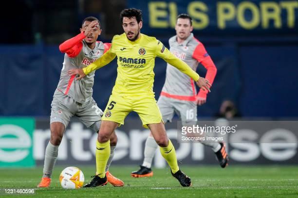 Antoine Bernede of FC Salzburg, Dani Parejo of Villarreal during the UEFA Europa League match between Villarreal v Salzburg at the Estadio de la...