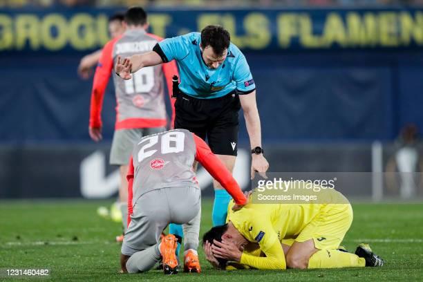 Antoine Bernede of FC Salzburg, referee Felix Zwayer, Gerard Moreno of Villarreal during the UEFA Europa League match between Villarreal v Salzburg...