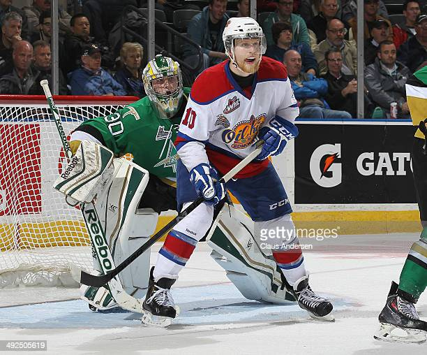 Antoine Bibeau of the Val'Dor Foreurs looks around Henrik Samuelsson of the Edmonton Oil Kings during Game Five of the 2014 MasterCard Memorial Cup...