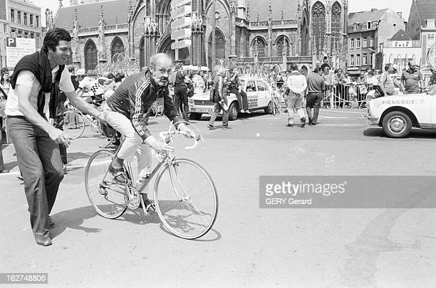 Antoine Blondin On Tour De France En France en juillet 1979 Antoine BLONDIN suit le tour de France cycliste pour le journal L'Equipe Ici enfourchant...