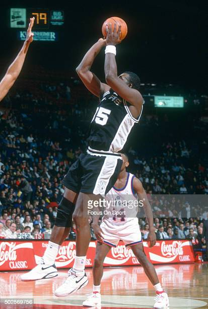 Antoine Carr of the San Antonio Spurs shoots against the Washington Bullets during an NBA basketball game circa 1992 at the Capital Centre in...