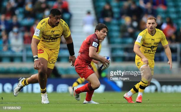 Antoine Dupont of Toulouse is watched by Will Skelton and Ihaia West during the Heineken Champions Cup Final match between La Rochelle and Toulouse...