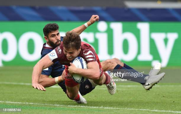 Antoine Dupont of Toulouse scores their second try during the Heineken Champions Cup Semi Final match between Toulouse and Bordeaux Begles at Stade...