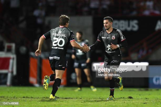 Antoine Dupont of Toulouse shakes hands with Sebastien Bezy while he comes on as a second half substitute during the Top 14 match between Toulouse...